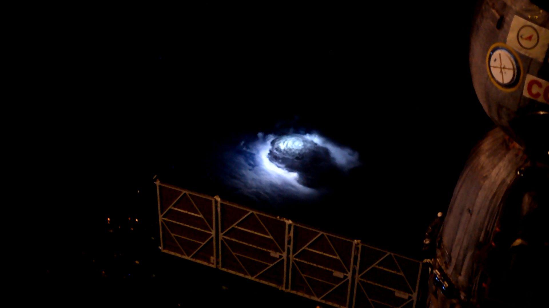 Nadoblačný jev vyfocený Andreasem Mogensenem z ISS Zdroj: NASA