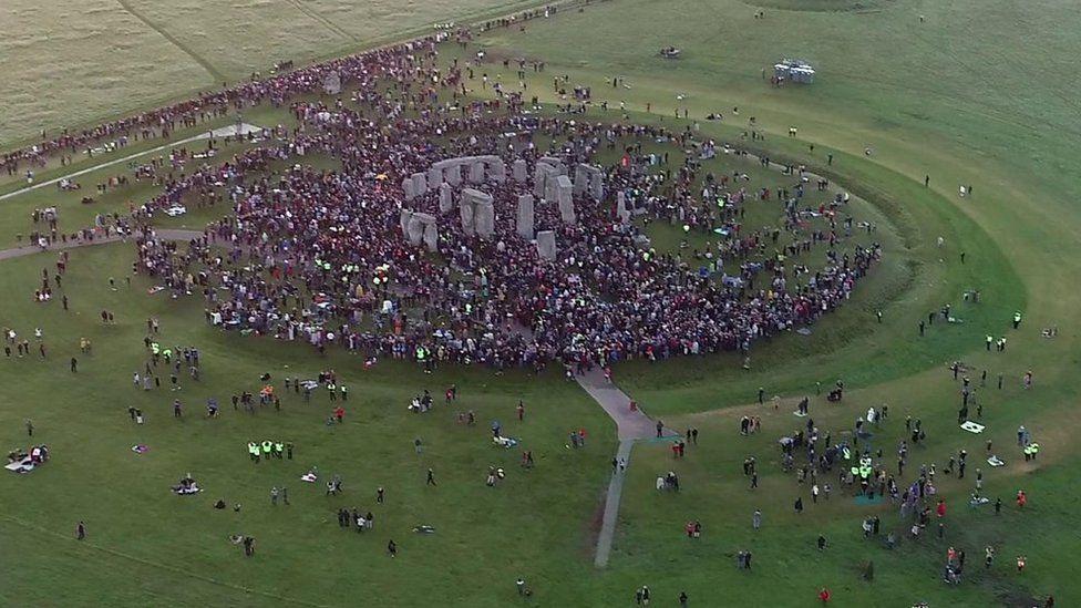 Turistický nápor u Stonehenge